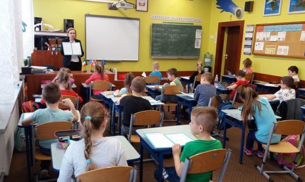 Lekcje dyplomacji publicznej dla dzieci.
